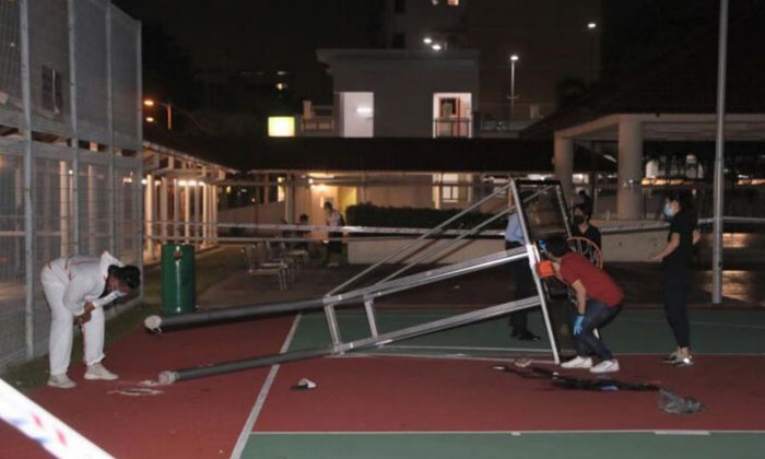 The police said they were called at about 8.45pm and found the injured teen next to a fallen basketball structure near Block 18 Bedok South Road. PHOTO: SHIN MIN DAILY NEWS