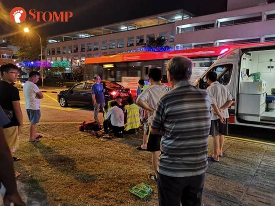 MP Yee Chia Hsing rushes to help accident victim during Meet-the-People session in Jurong West